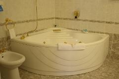 jacuzzis kád a fürdőszobában