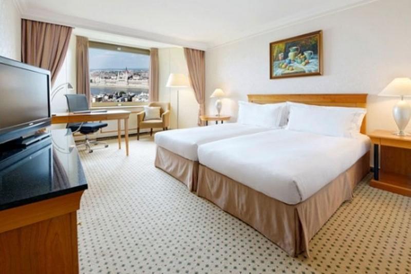 budapesti ötcsillagos szállodai szoba kilátással