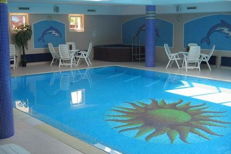 beltéri úszómedence