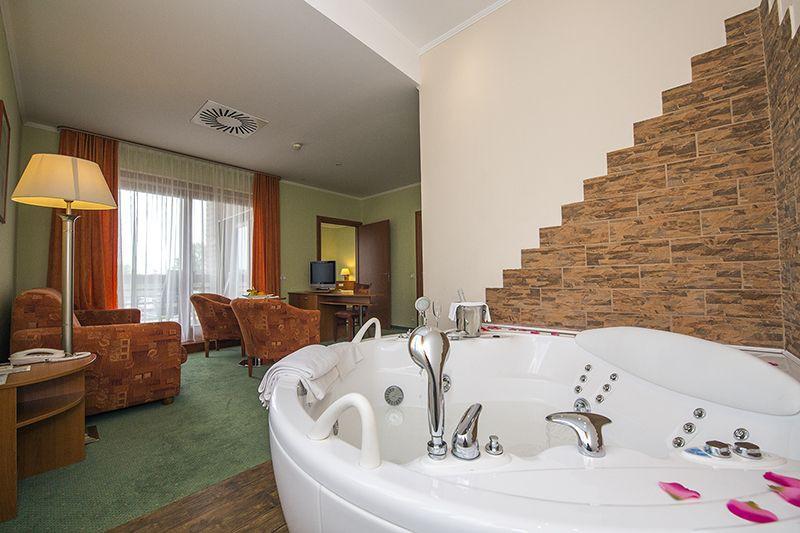 Jacuzzis lakosztály - Hotel Aquarell**** Cegléd