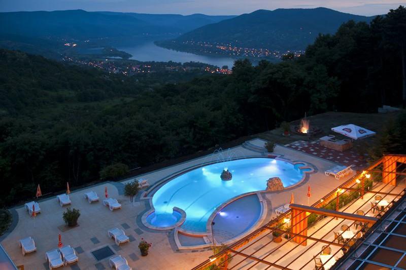 Hotel Silvanus Visegrád - medencék kilátással